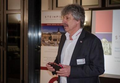 Geschäftsstellenleiter Klaus-Dieter Bugiel eröffnet und moderiert den Abend