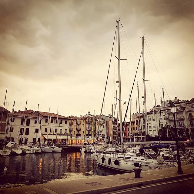 The sailing boats are safely docked at Grado marina just before the wind storm #cruise #crew  #travel #traveling #visiting #traveler #instatravel #instago #instagood #trip #photooftheday #travelling #tourism #tourist #instapassport #instatraveling #mytravelgram #travelgram #travelingram #igtravel #instalife #travelblog