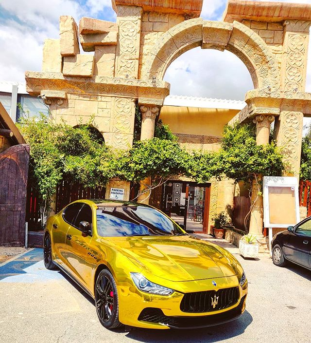 OMG! Too rich to be Smart #maserati #rich #supercar #tamarro #coato #cyprus #unbelievable #outofmind #fastandfurious #race #nobrain #unbelievable #gold #car