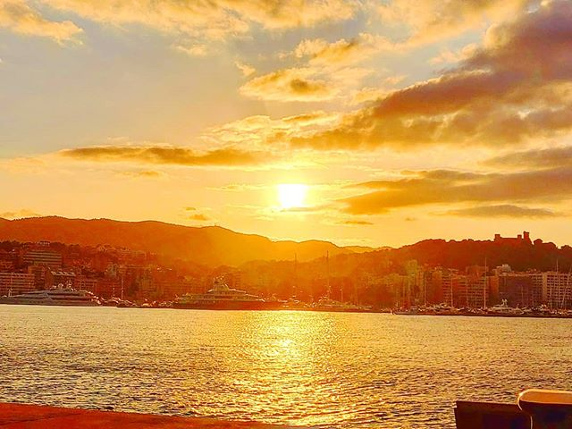 When your sea soul get burned•••#palmademallorca #balearicislands #sailor #sunset #cruising #cruise #crew #sailing #travel #traveling #traveler #instatravel #instapassport #instatraveling #travelgram #travelingram #igtravel #travelblog #sea #travelstoke