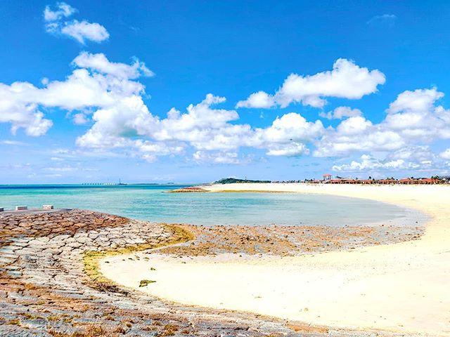 Don't follow the right line, is a trap! ♂️•••#okinawa #naha #japan #maidirebanzai #sea #beach #sand #clou #travel #travelling #traveler #instatravel #wanderlust #trip #lifeofadventure #doyoutravel #instapassport #instatraveling #mytravelgram #travelgram #travelingram #travelstoke #traveling #travelblog #instago