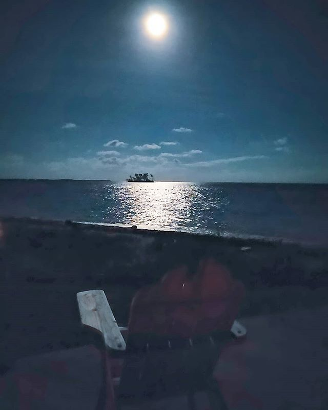 Calm down & relax, enjoy the full moon view  #bahamas #fullmoon #island #travelphotography #travellers #travelgram #travelblogger #travellife #bimini  #traveltheworld #travelling #traveler #travels #moon #instatravel #travelblog #travel_captures #travel #travelawesome #travelholic #traveladdict #traveling #traveller