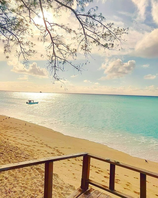 Beach mode ON  #bahamas #sunset #travelgram #beach #sunset #beachlife #beachvibes #travelphotography #traveler #beachlife #travelingram #sunset_pics #travel #instatravel #bimini #traveltheworld #travels #travelling #travelblog #travelawesome #traveling  #island