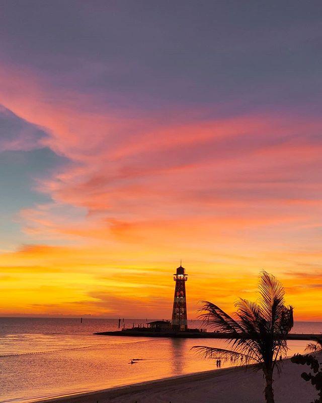 Just after sunset 🤙🏝️ #oceancay #mscmarinereserve #msccruises #travellife #traveller #travelgram #travelphoto #traveladdict #lighthouse #travelstoke #prilaga #sunsetphotography #travelholic #travelblogger #sunset #travelling #travelphotography #travelingram #sunsetporn #traveler #travel #island #sunset #sunsethunter #traveling #sunsets #islandvibes