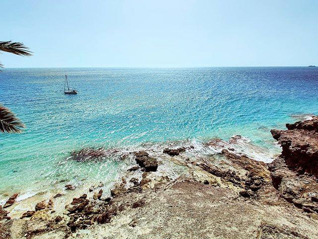 Postcard from south of Fuerteventura  🤙#morrojable #travelstoke #sealife #sailboat #traveladdict #travelawesome #seaside #travel #traveltheworld #travelholic #sailaway #traveller #travelling #sailing #sea #fuerteventura #travellife #travelphotography #travelphoto #travels #traveling #sail #travelgram #seaview #travelingram #seascape #canaryislands
