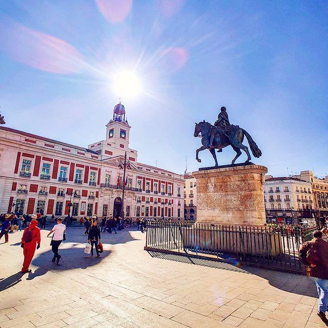 Bright sunny day in Madrid 😎🤙 #madrid #positivevibes #travelphotography #travelpics #sunlight #travelblog #traveldiaries #travels #traveler #sunny #travel #square #traveltheworld #traveladdict #travelawesome #sunnyday #traveller #traveling #travelstoke #madrid #travelgram #travelling #travelphoto #travellife #travelingram #prilaga