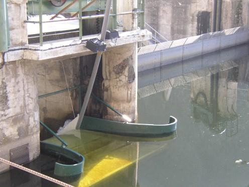 Glissière de dévalaison du barrage de Poutès