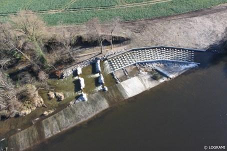 Vue aérienne de la passe à poissons du barrage de Moulin Breland