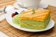 小松菜の緑とカボチャのオレンジが可愛らしいケーキ。