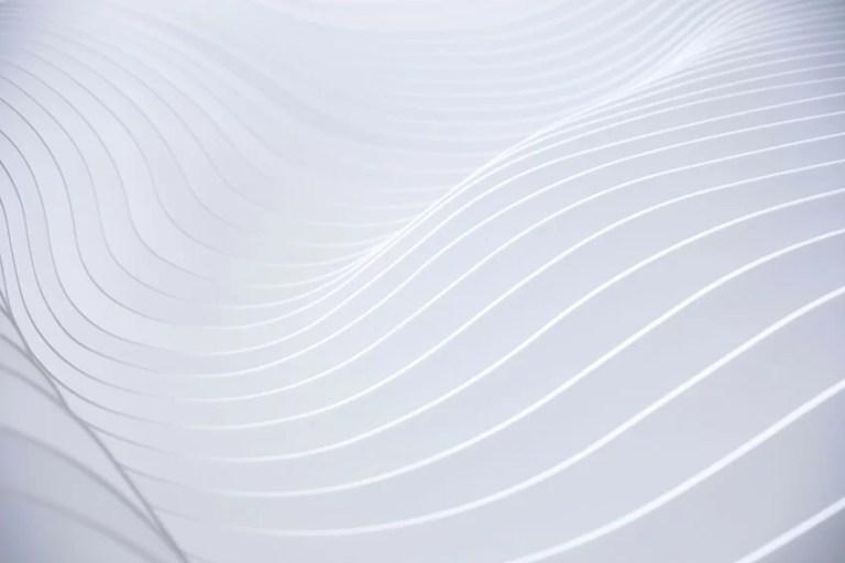 Unsplash_kuva_moderni_valkoinen aaltokuvio