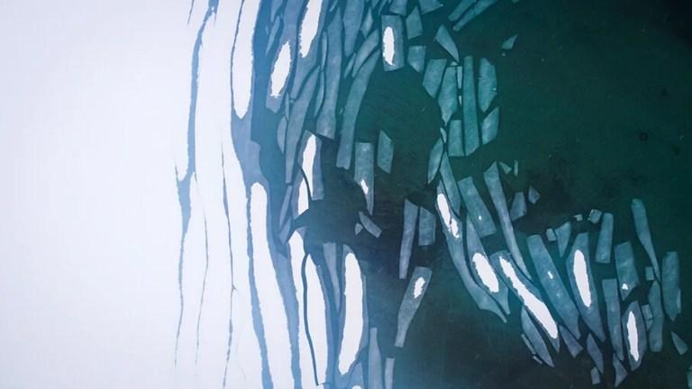 Unsplash_kuva_jäälauttoja_ylhäältä kuvattu