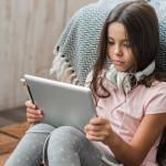 Aulas virtuais na quarentena: Escolas disponibilizam atividades pela internet