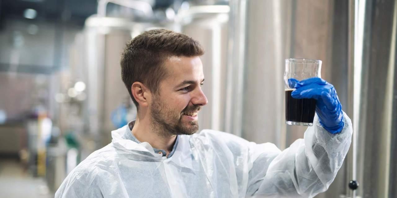 Fábrica de cerveja artesanal: 6 equipamentos para fabricar cerveja