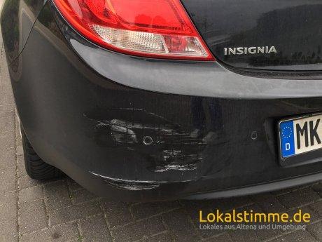 Nachdem der Verursacher abgehauen ist, sah das Auto so aus.