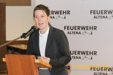 Die stellvertretende Bürgermeisterin Hannah Freissler dankte den Feuerwehrleuten, in ihrer Ansprache, für Ihren Einsatz für die Stadt Altena.