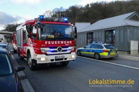 ls_feuerwehr-einsatz-altena_181224_01