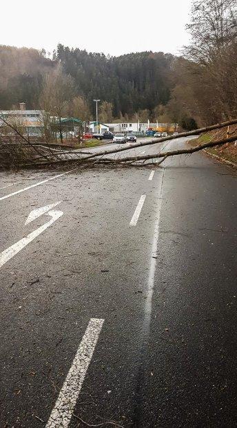B236 zwischen Plettenberg und Werdohl gesperrt. Foto: Privat