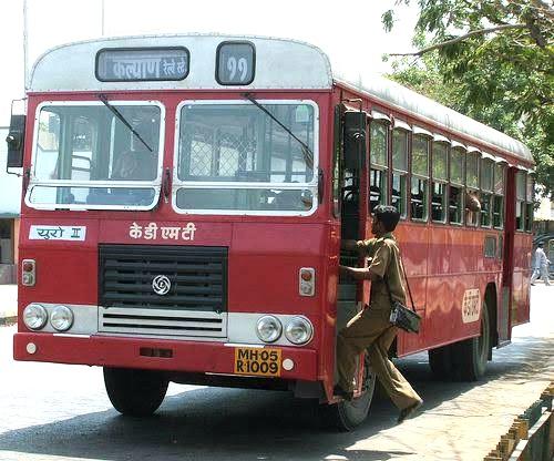रिक्षा प्रवासी वाहतुकीला नियम तर परिवहन बसमध्ये का नाही?