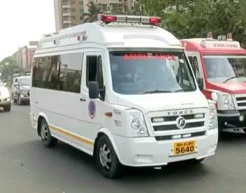 """""""ग्रीन कॉरीडॉर मोहीम"""" राबवून अवघ्या ३५ मिनीटांत मिरारोड ते मुंबई विमानतळ येथे विनाअडथळा पेशंटला सुखरुप पोहचविले! काशीमिरा वाहतूक पोलिसांची कामगिरी!"""