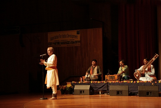 Pandit Birju Maharaj Enthralls New England Audiences