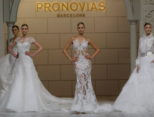 Glamour de Hollywood la jubileul Pronovias