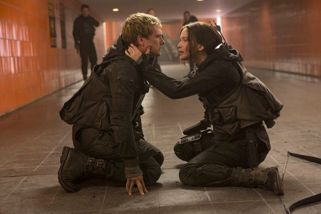 Peeta Mellark (Josh Hutcherson) & Katniss Everdeen (Jennifer Lawrence)