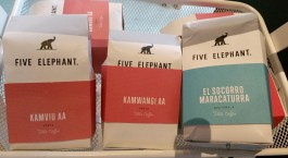 Moony Coffee Room, cafea Five Elephant