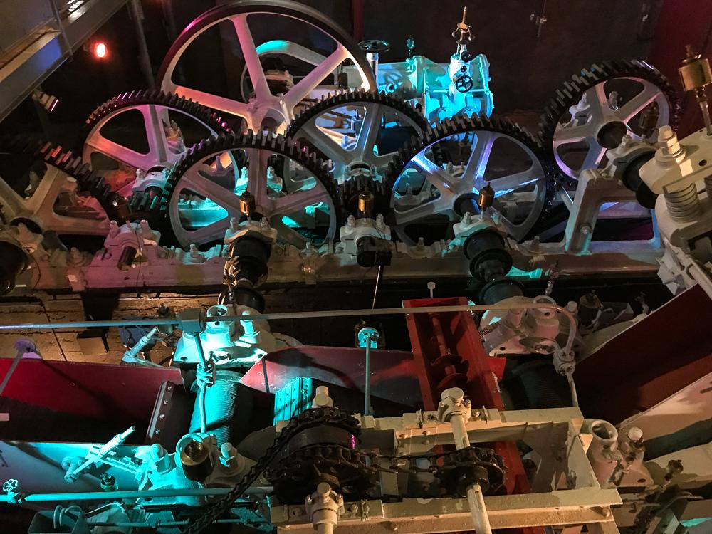 Ancienne machine à vapeur pour broyer la canne - La Saga du Rhum