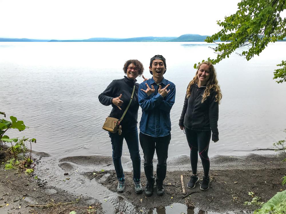 Dai, Lital et moi au bord du Lac Kussharo
