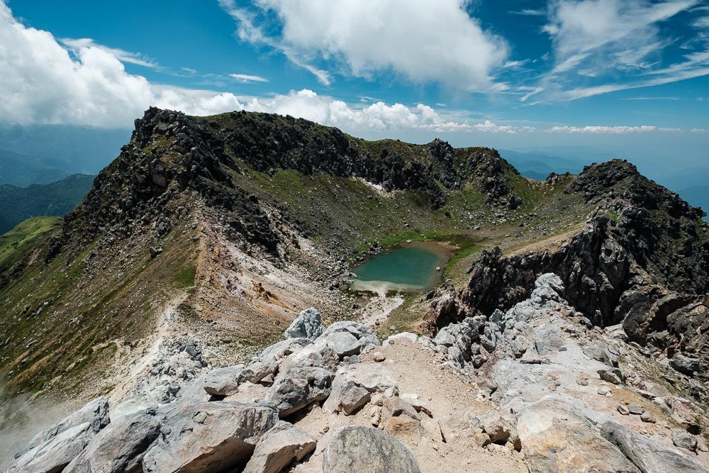 Vue sur un étang depuis le Mont Yake Dake