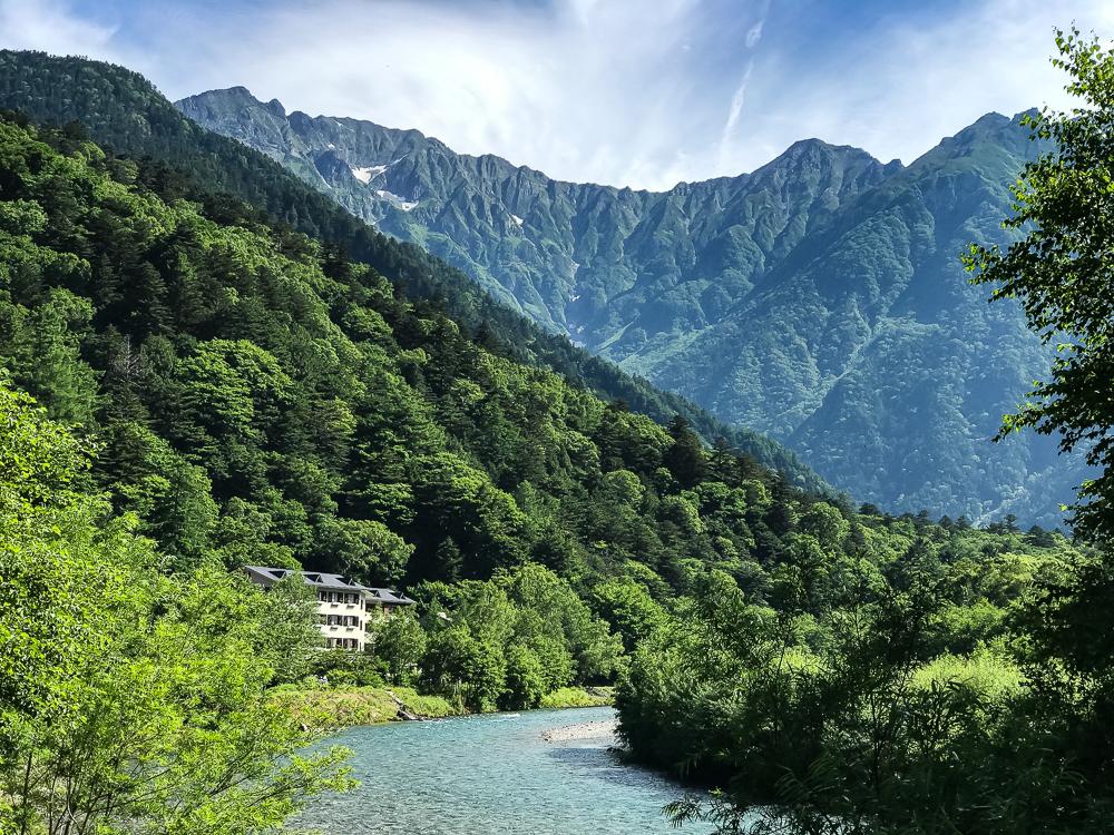 Parc de Kamikochi - vue de la rivière Azusa et sur les alpes japonaises