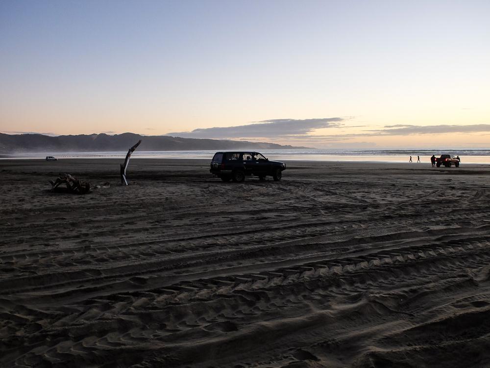 Eh!oui, des 4x4 sur la plage! bizarre, non?