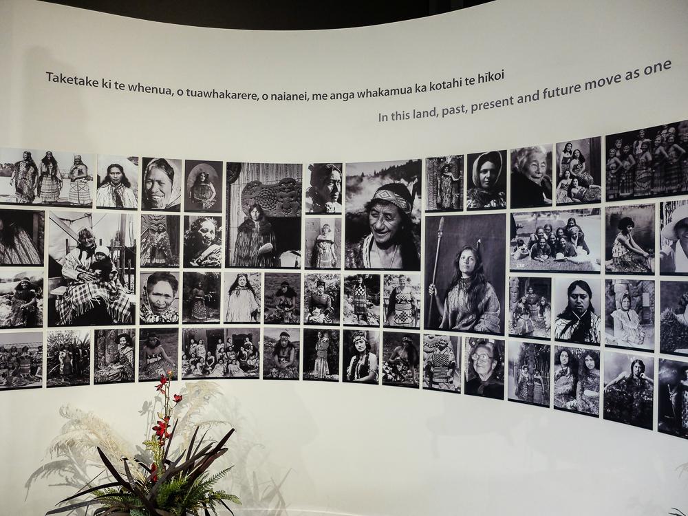 Les-premieres-femmes-guides-du-parc-de-Te-Puia