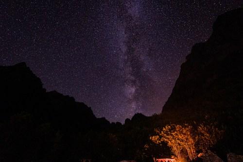 Une nuit sans nuages et une belle voie lactée