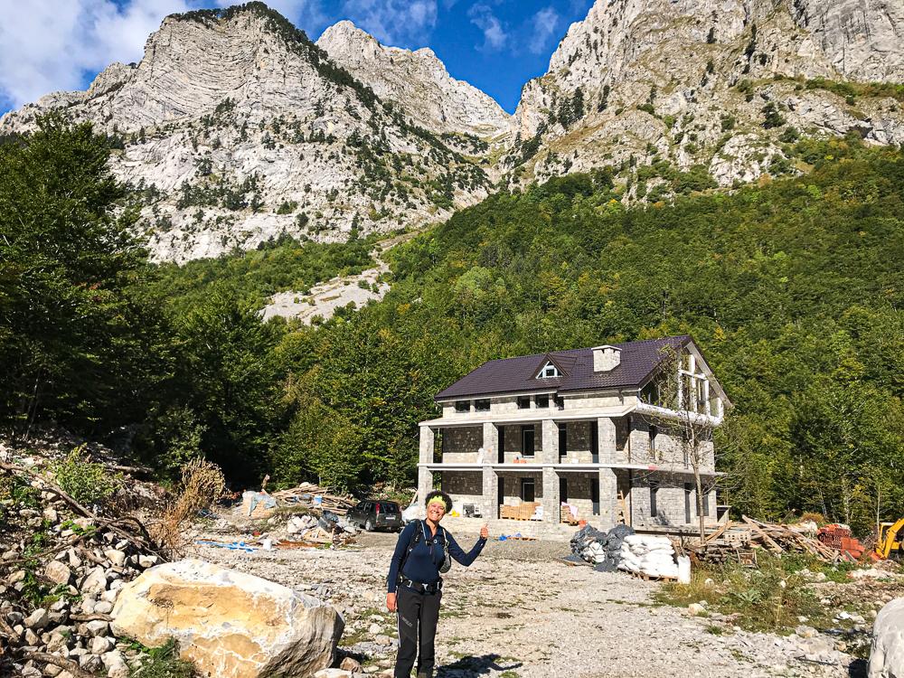 Les structures pour touristes arrivent....un beau refuge cela dit !