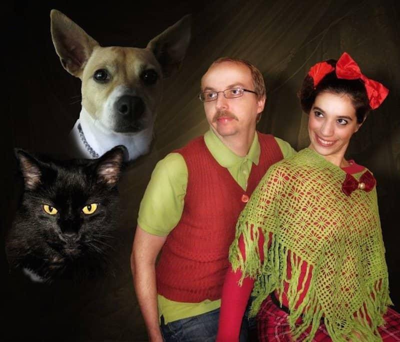 31 Fantastically Awkward Holiday Family Amp Pet Photos One