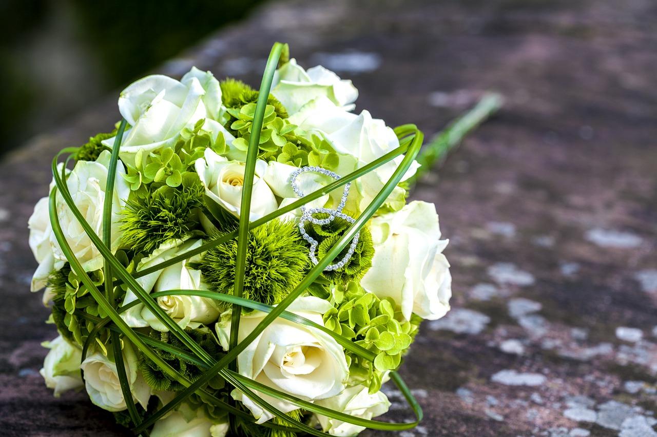 5 fiori per un bouquet di matrimonio bianco e verde