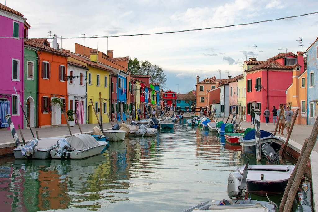 Colourful houses of Burano, unusual things to do in Venice Italy