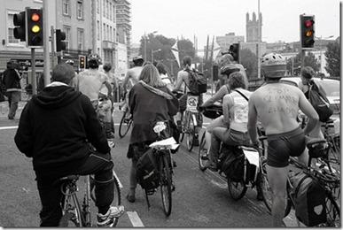 cyclistsatredlight_thumb