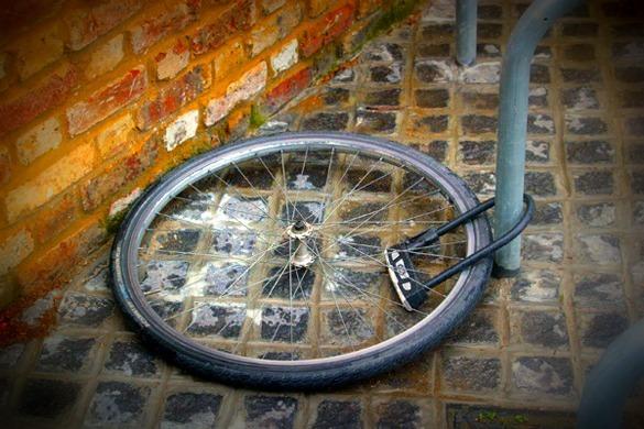 Wheel on the ground badly locked