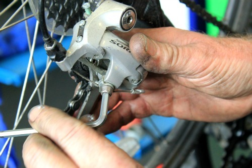 Undo the cable clamp bolt