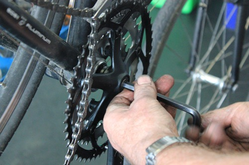 using-allen-key-to-tighten-cranks