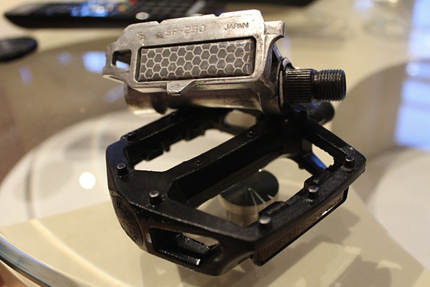 Comparison of flat and platform pedal