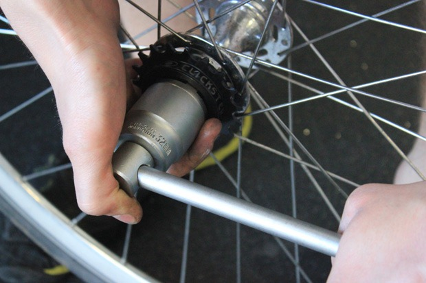 Tighten freewheel in place