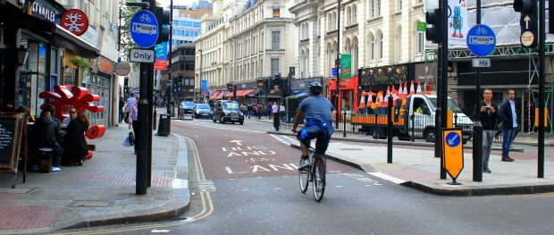 Road positioning for cyclists