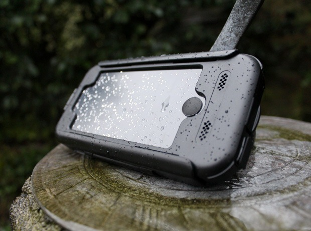 tigra-iphone-5-bike-mount-in-rain-standing-up