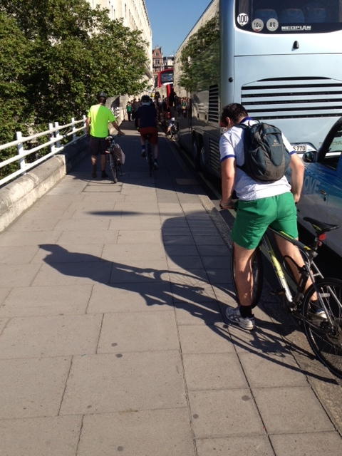 Waterloo bridge no bike lane