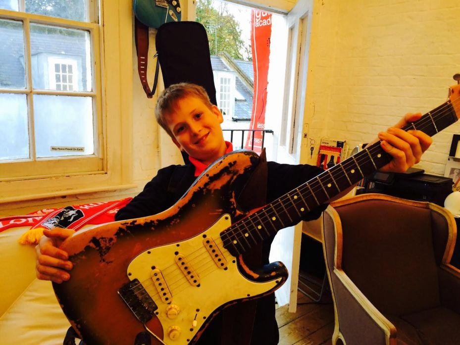 Guitar Lessons SW4, SW6, SW8, SW9, SW11, SW18 , SW19. Clapham, Battersea, Wandsworth-London-Guitar-Academy-Guitar-Lessons-London