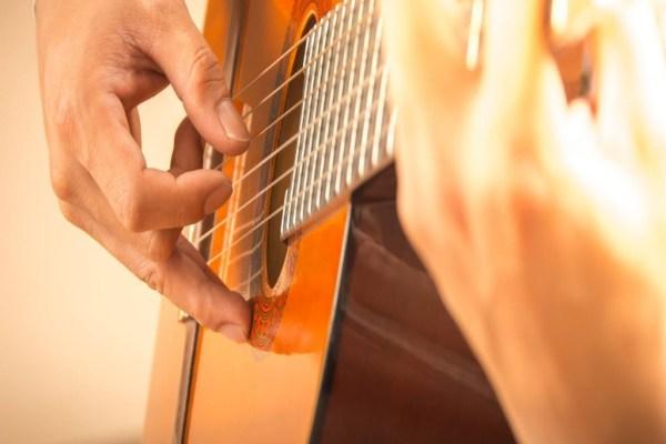 Guitar Lessons Dollis Hill Cricklewood Willesden Green Mapesbury Kilburn West Hampstead