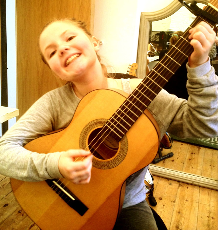 Guitar lessons in Wimbledon, Guitar Lessons London, Guitar Lessons Wimbledon, guitar teacher, Kingston upon Thames, Morden, New Malden, Raynes Park, Sutton, SW19, Tooting, Wimbledon